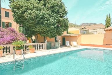 Pool och trädgård i Alaró